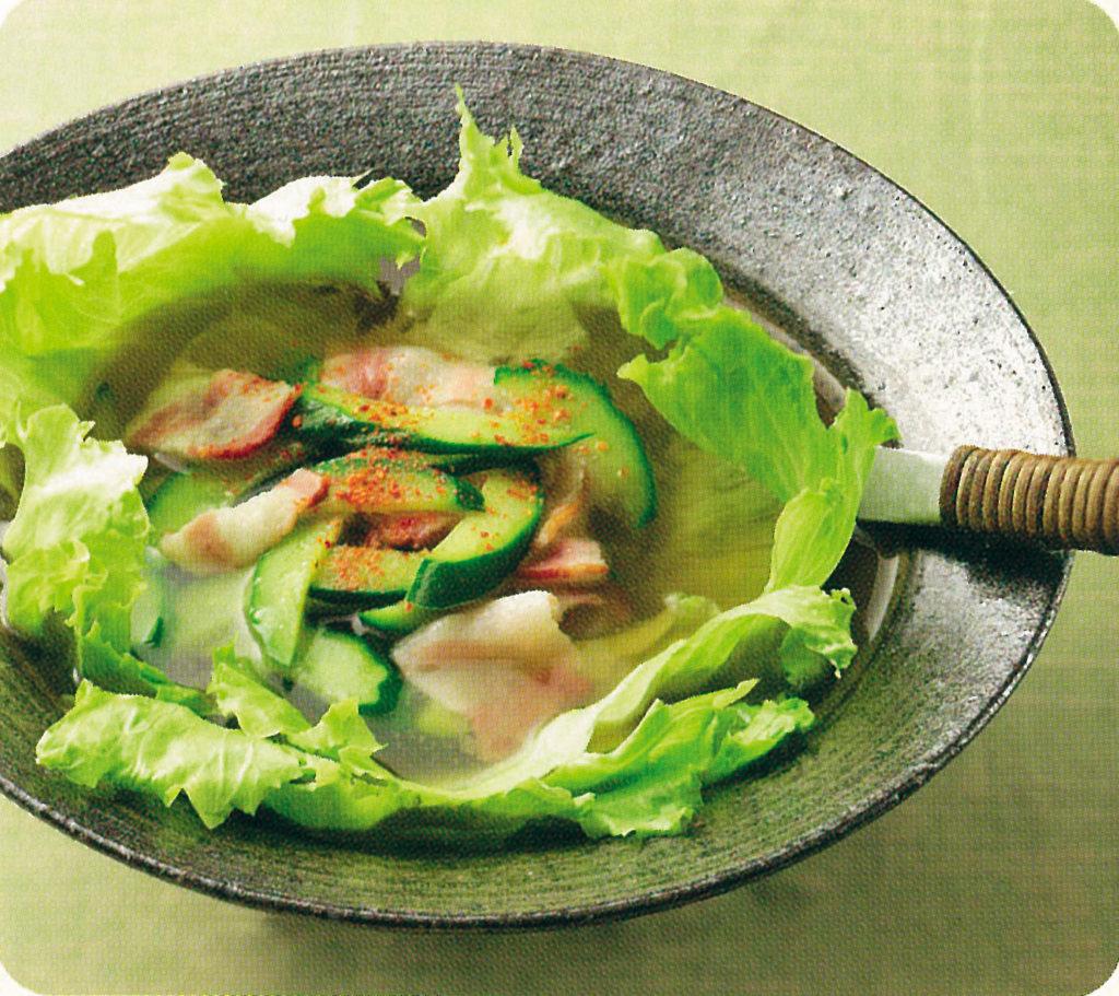 レタスとキュウリのピリ辛スープ